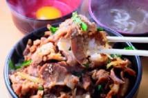 料理雑誌元編集長絶賛の豚コマ・玉ネギ・ニラのボリューム丼