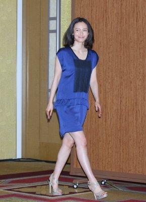 中谷美紀の白くて柔らかそうなナマ脚に悶えちゃいますね|NEWSポストセブン