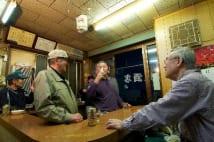 元公務員の立ち呑み屋大将 「80歳で定年」発言に揺れる常連客