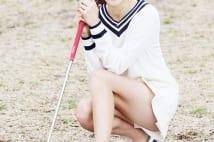 「美人すぎるキャディ」と話題の藤田美里 19歳の眩しい美脚