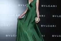 緑色のドレスからのぞく胸元がセクシーな宮沢りえ