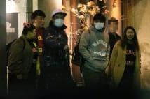 渡辺直美と帰国中の里田まい 春日らと「タカ軍団」でモツ鍋