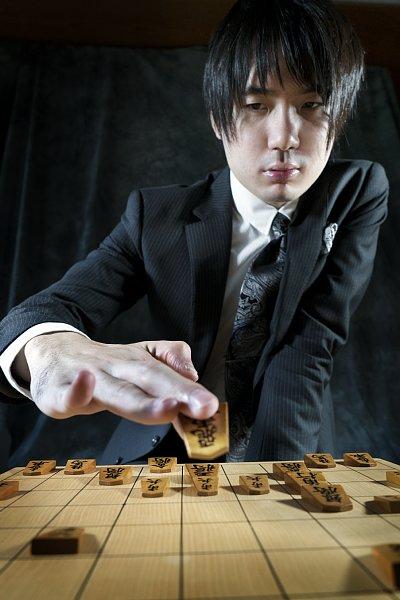 史上4番目の若さで名人位に就いた佐藤天彦氏