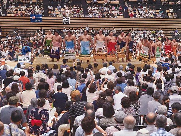 若貴ブーム以来の相撲人気で巡業も超過密日程 その明と暗|NEWSポスト ...