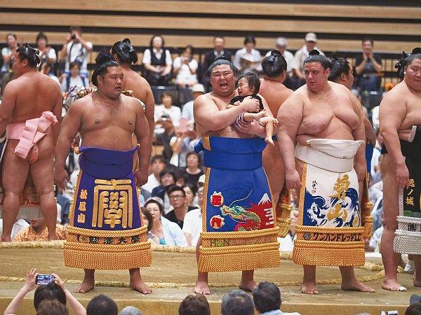 大相撲巡業の中身は盛りだくさん 赤ちゃん抱いて土俵入りも|NEWS ...
