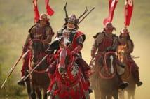 大坂の陣で敵陣に攻め入る真田幸村