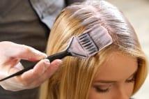 さりげなく薄毛をカバーできる頭皮に優しいカラーリングとは?