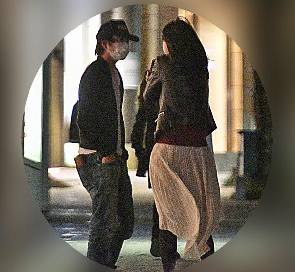 深夜、テレ朝の目の前で言葉を交わす櫻井翔と小川アナ