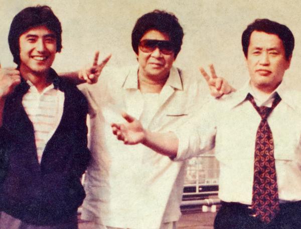 左から神田正輝、裕次郎さん、小林元専務(1981年、裕次郎さんが入院する病院で)