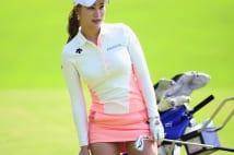 アン・シネに続く韓流美女ゴルファー軍団 ミニスカ姿で「競艶」