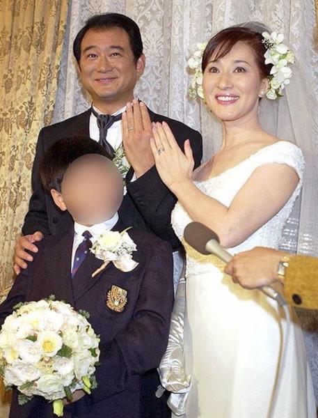 ふたりが結婚式を挙げた時、長男は小学6年生だった(2001年10月)