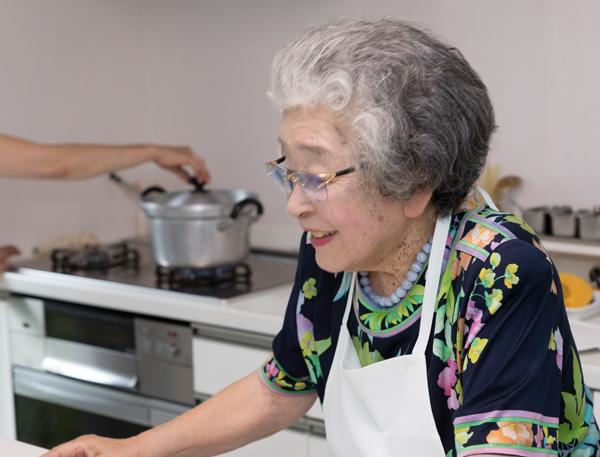 生徒は包丁を握らない 大人気「ばぁばの料理教室」に密着|NEWSポスト ...