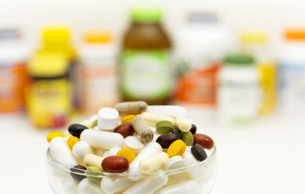 安心なサプリも薬と一緒に服用することで思わぬ副作用が……
