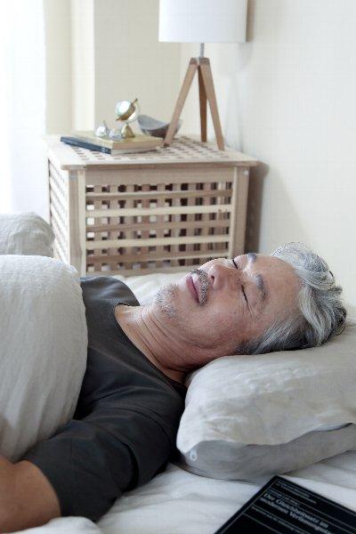 横向き寝のほうがいいという(写真:AFLO)