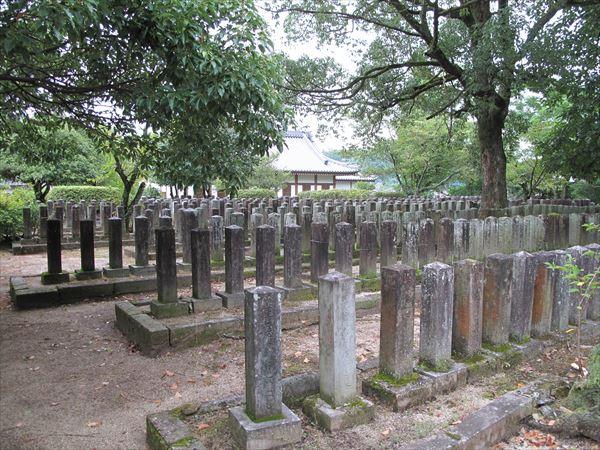 高月官軍墓地(熊本県玉東町)。980名が眠る
