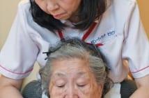 櫻井よしこさんの母も笑顔に!「介護美容」にみる光明