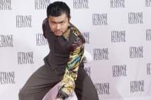 仏映画祭で過激演出した映画監督 「早く炎上させてくれ」