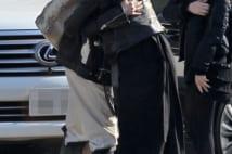 工藤静香と亜希、30年親友の「熱烈路上ハグ」の様子