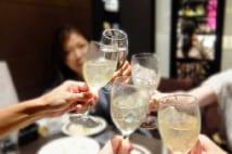 「港区女子」の飲み会に異変 エセ港区おじさん大量流入