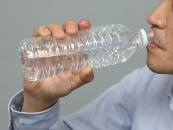 流行の水素水の効き目は?(写真はイメージ)