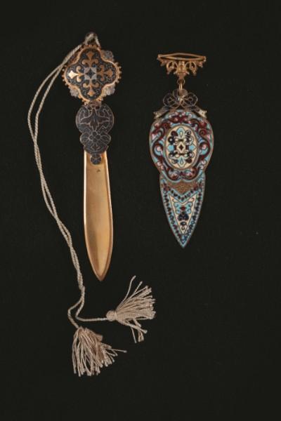 19世紀後半ロシア製(左)。右は19世紀末のもの