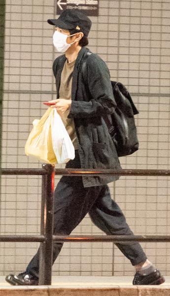 【写真】チャラン・ポ・ランタンのももと自宅デートを報じられた際の徳井のプライベート姿