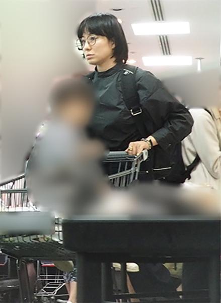 第2子妊娠発表の菅野美穂 子供と一緒にショッピング撮 NEWSポストセブン - Part 2