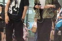 菜々緒、綾野剛似長身イケメンと仲良く新幹線2ショット写真