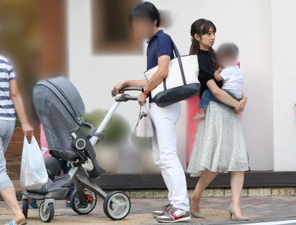 小倉とA氏。小倉は妊娠が明らかになったばかり(2018年8月)