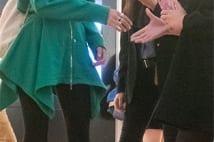 Koki,が羽田空港にて母・工藤静香の前でファンサービスの写真