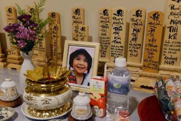 亡くなったベトナム人留学生や技能実習生の位牌が並ぶ仲、リンちゃんの遺影が飾られていた