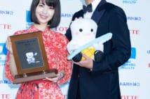今年のベストスマイル認定の浜辺美波と桐谷健太の笑顔
