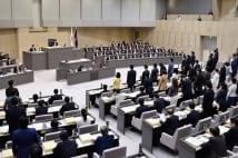 10月5日には東京都議会で人権尊重条例案が採決された(時事通信フォト)