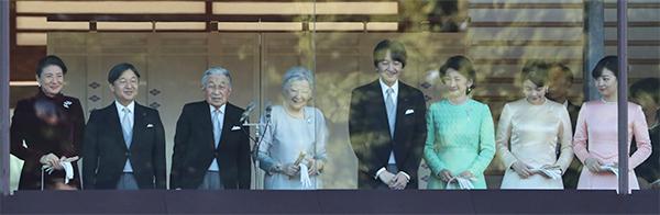 両陛下、新天皇皇后両陛下と秋篠宮家に任せるとの決意か|NEWS
