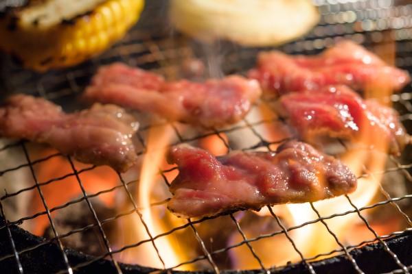 肉を直火・高温で焼くと死亡リスクが高まるとの研究結果