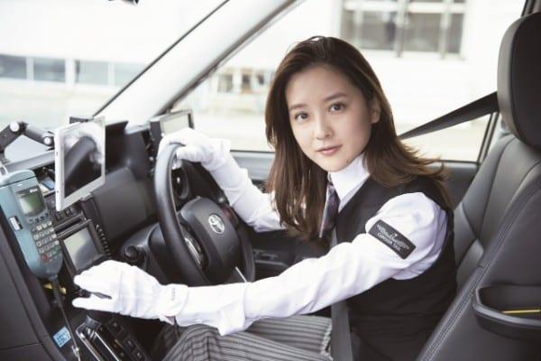 タクシー運転手兼グラドルの生田佳那