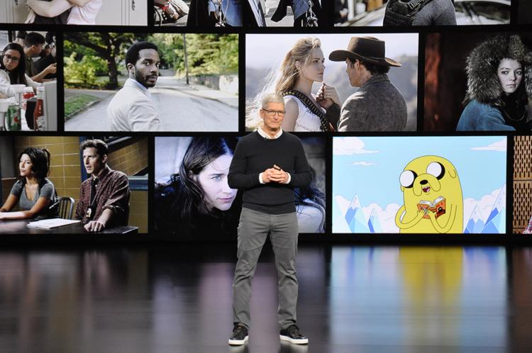 動画配信を発表したアップルのティム・クックCEO(時事通信フォト)
