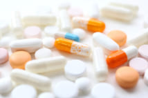 薬の飲み過ぎが病気を招く(写真/PIXTA)
