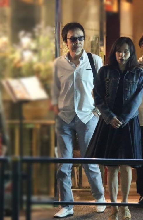 2014年、吉田拓郎は妻と一緒に食事を楽しんでいた