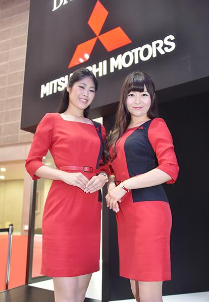 東京モーターショー・三菱自動車ブースの美女コンパニオン