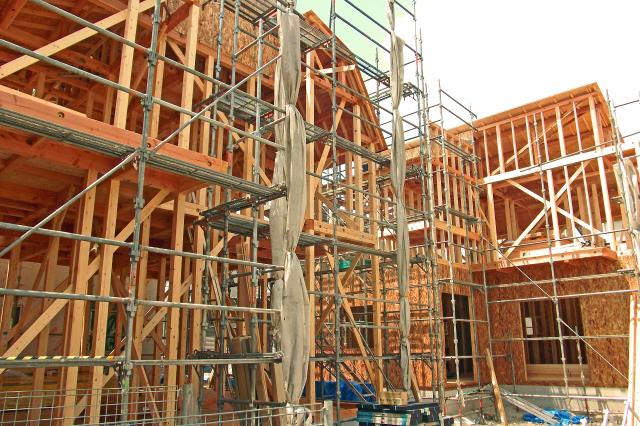 荒れる新築工事現場 職人や現場監督の不在で施工不良相次ぐ|NEWS ...
