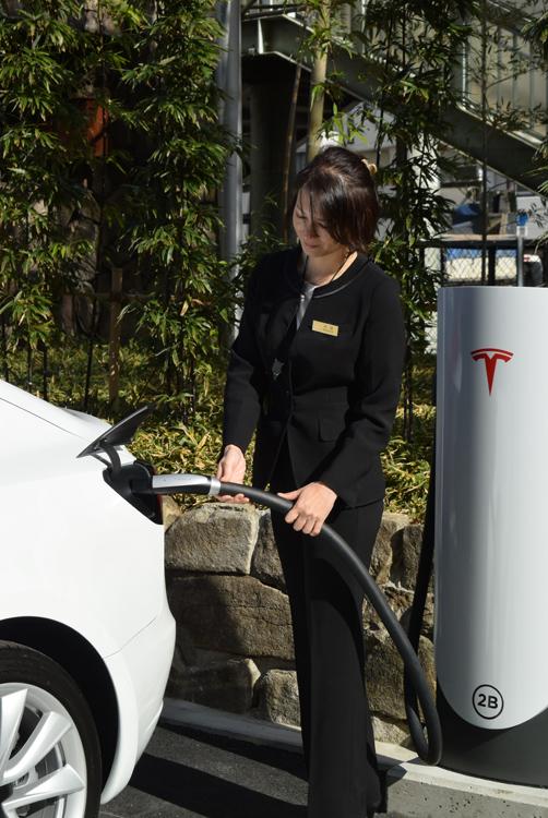 米テスラ 「速い」「安い」「物珍しい」新型車で日本攻略へ NEWS ...