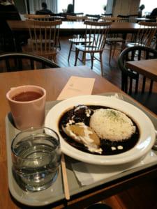 「文喫」はカレーやナポリタンなどの喫茶店メニューも食べられる
