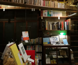 鳥取にある古書店「邯鄲堂」