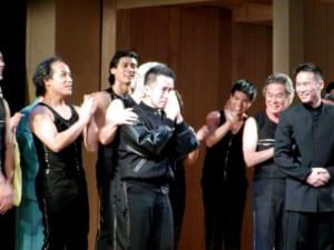 2004年、アメリカで行われたミュージカル「太平洋序曲」のカーテンコールで感極まる宮本亜門氏