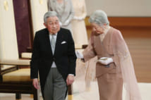 結婚60年の祝賀行事を終えた天皇皇后両陛下(時事通信フォト)