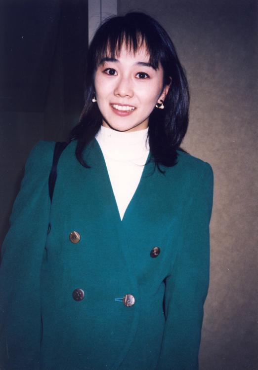 木佐彩子はロケ取材を終えて待ち構えていたファンに丁寧に対応(フジ 94年入社)