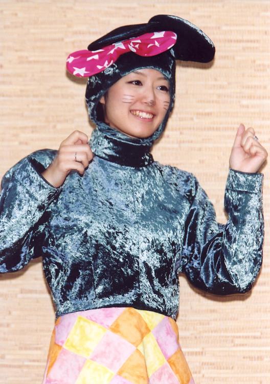 イベント「ポンキッキーズ21」での中村仁美(2002年フジ入社)