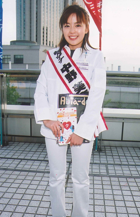 GWで開催されたイベントでチラシを配る中野美奈子(2002年フジテレビ入社)
