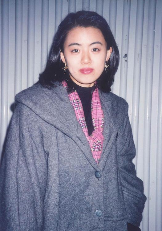 進藤晶子、ラジオ番組終了後にTBS前にて(1994年TBS入社)